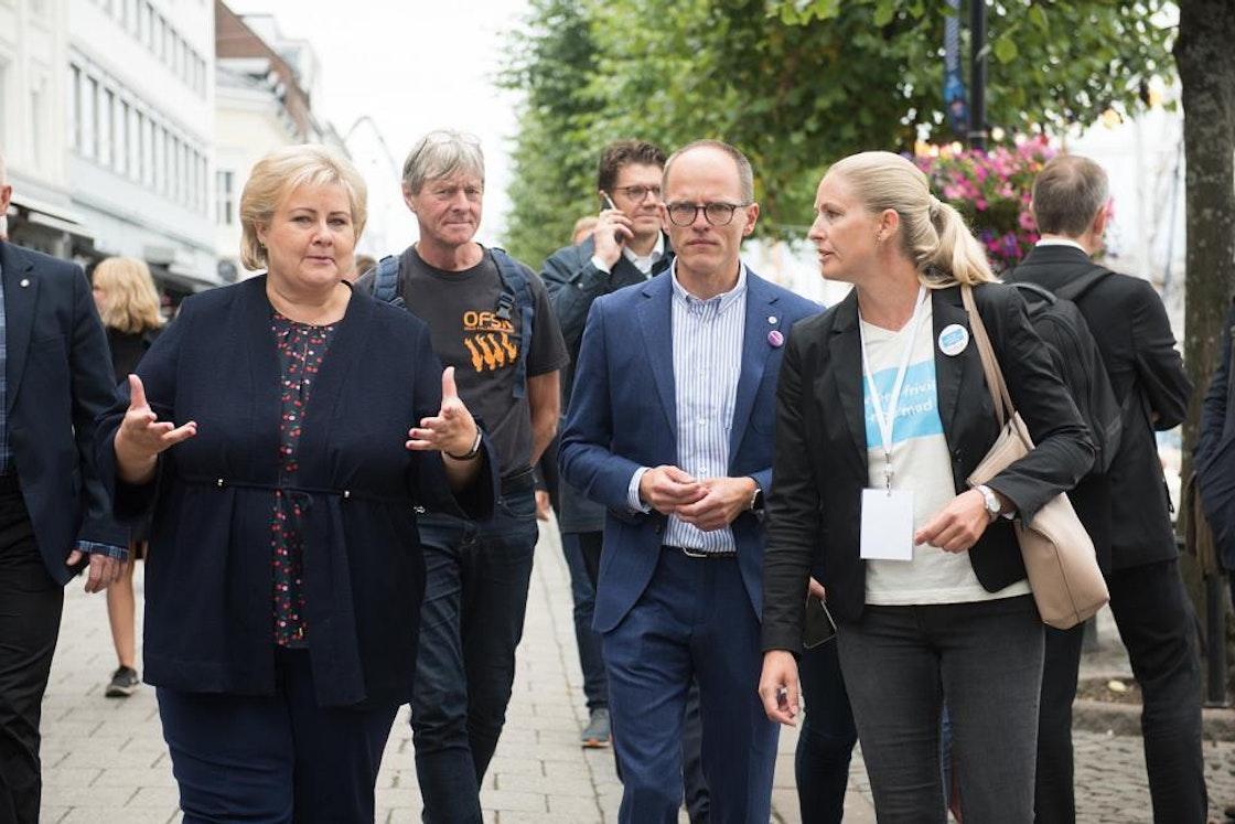Generalsekretær Stian Slotterøy Johnsen, prosjektleder frivillig.no, Vanja Konradsen og Erna Solberg