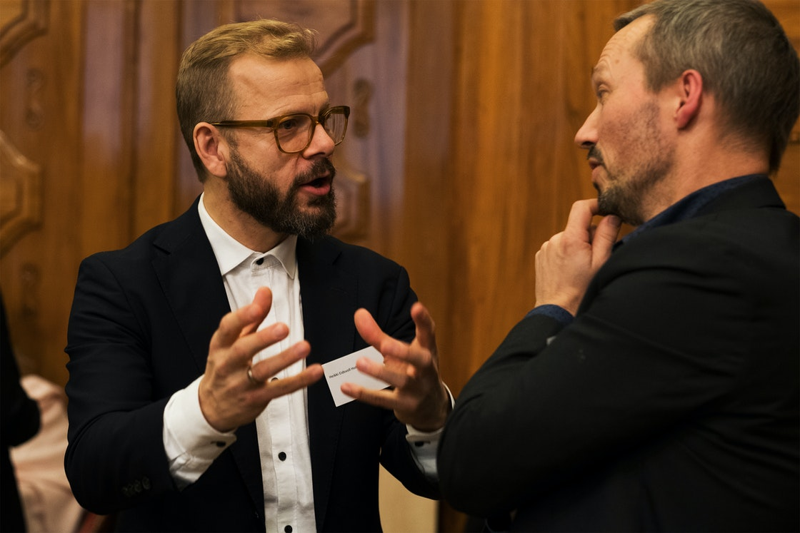 Heikki Eidvoll Holmås i samtale med Sturla Stålsett