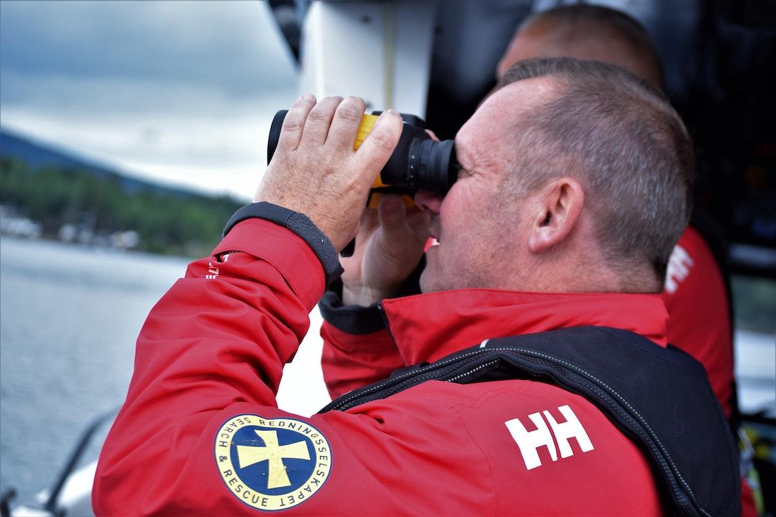 Frivillige i sving på en av redningsskøytene til Redningsselskapet i Oslo den 6. juli 2020.