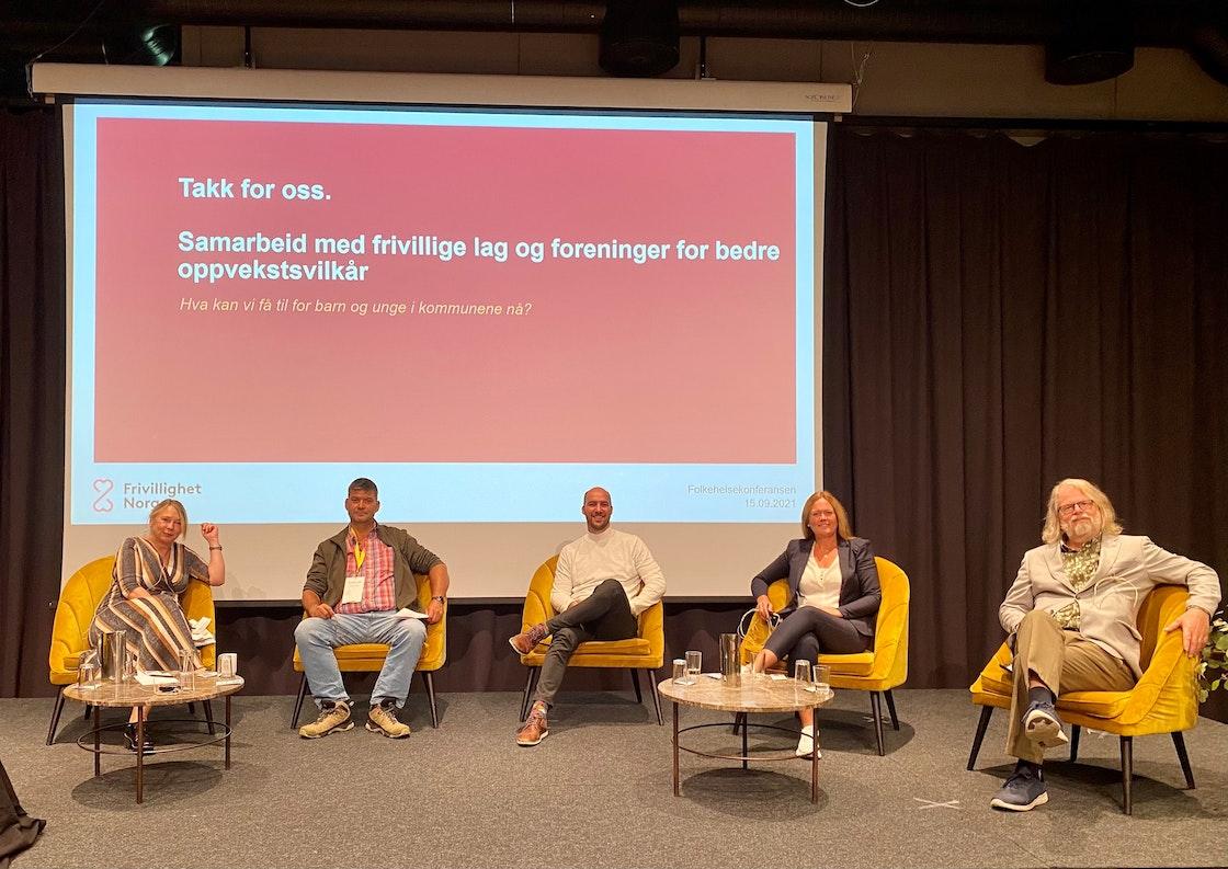 Bilde fra konferansen med de som satt i panelet.